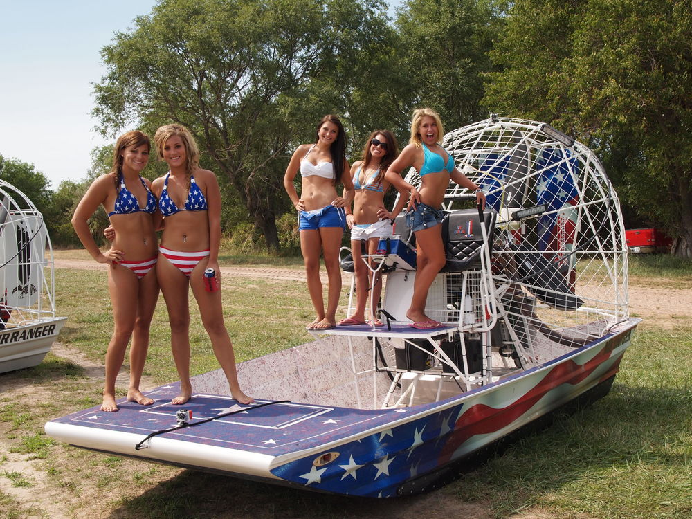 6 Thunder on the Loup - More Girls & Airboats - Southern Airboat Picture Gallery
