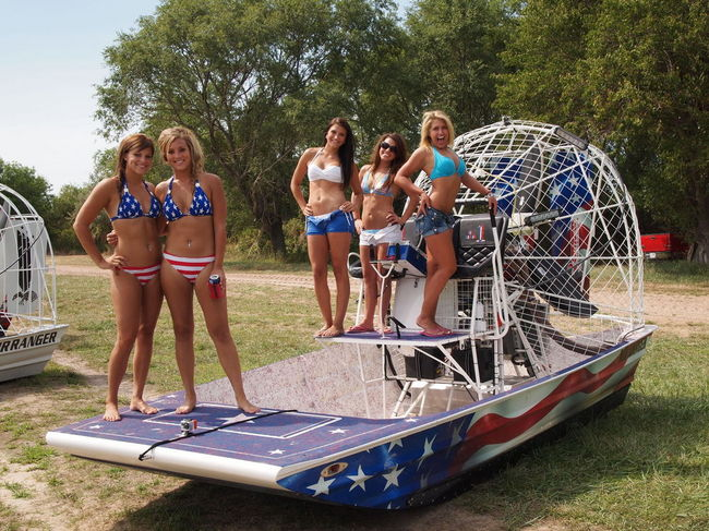 6 Thunder on the Loup - More Girls & Airboats - Southern Airboat Picture Gallery Archives