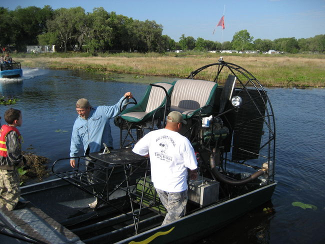 Remote+Control+Airboat+Hull air_boat_show_069.jpg